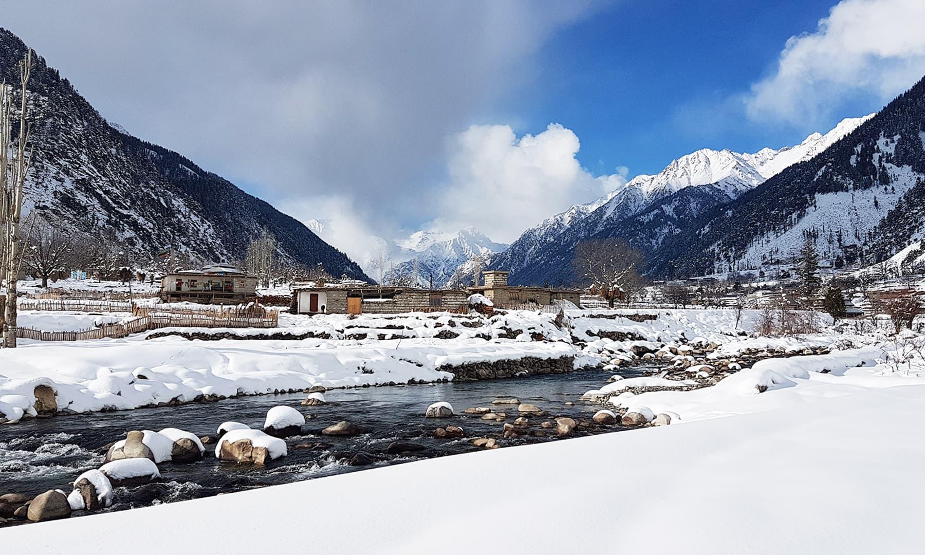 برفیلی وادی کمراٹ کا ایک خوبصورت منظر—تصویر عظمت اکبر