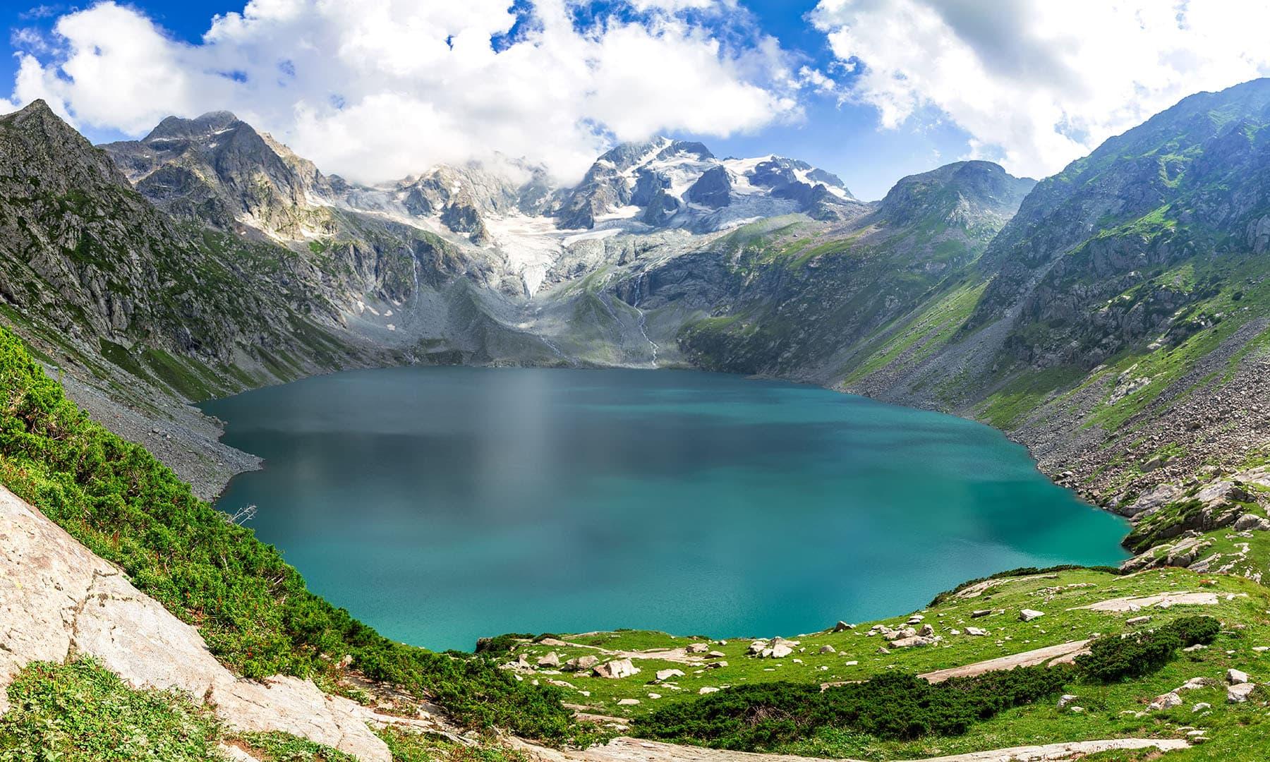 سطح سمندر سے 11500 فٹ بلندی پر واقع سب سے خوبصورت جھیل کٹورا جھیل—رانا محمد اکمل