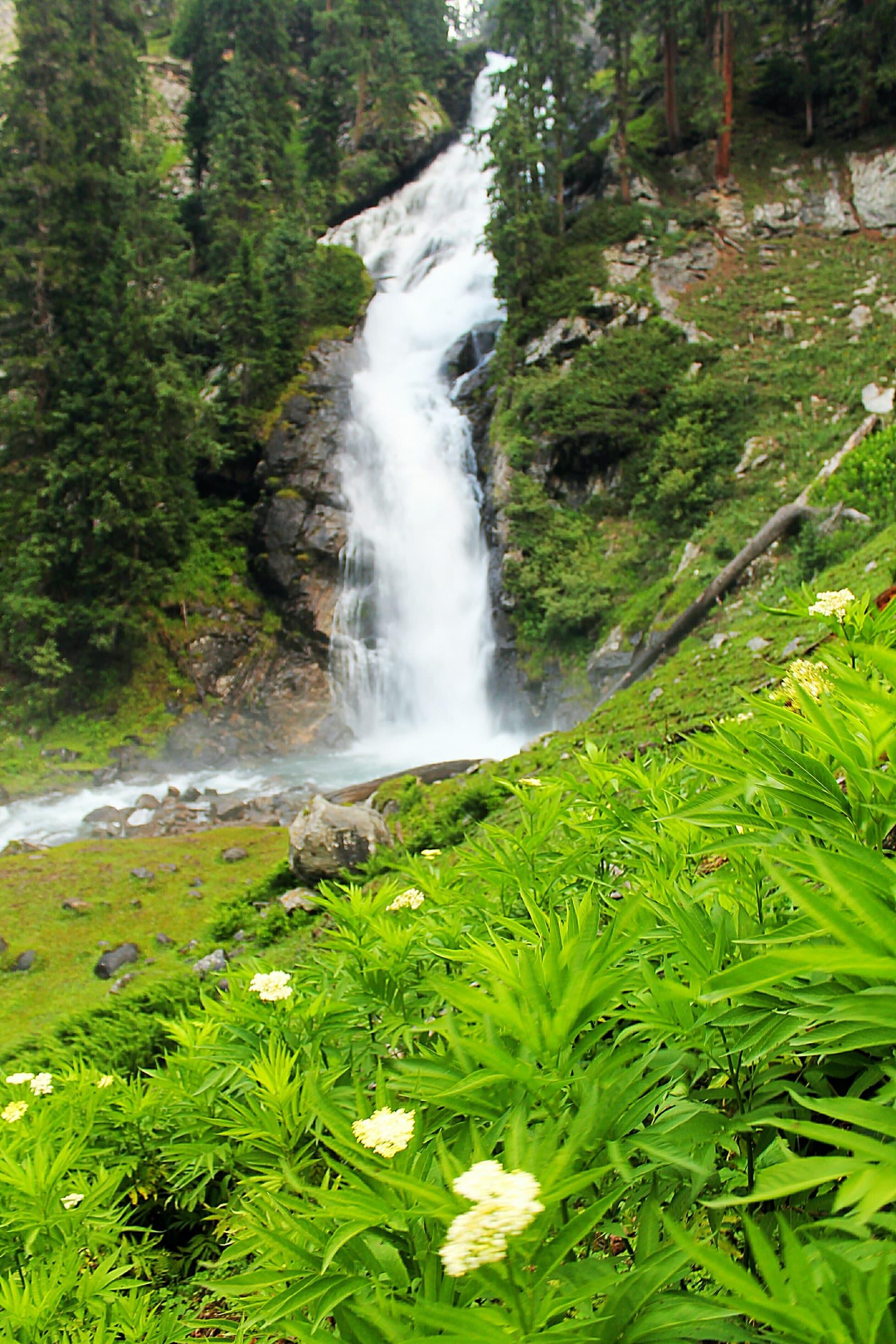 جہاز بانڈہ کی خوبصورت آبشار—عظمت اکبر