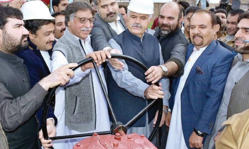 KP Chief Minister Mahmood Khan inaugurates gas supply in Achini Bala, Peshawar, on Friday. — APP