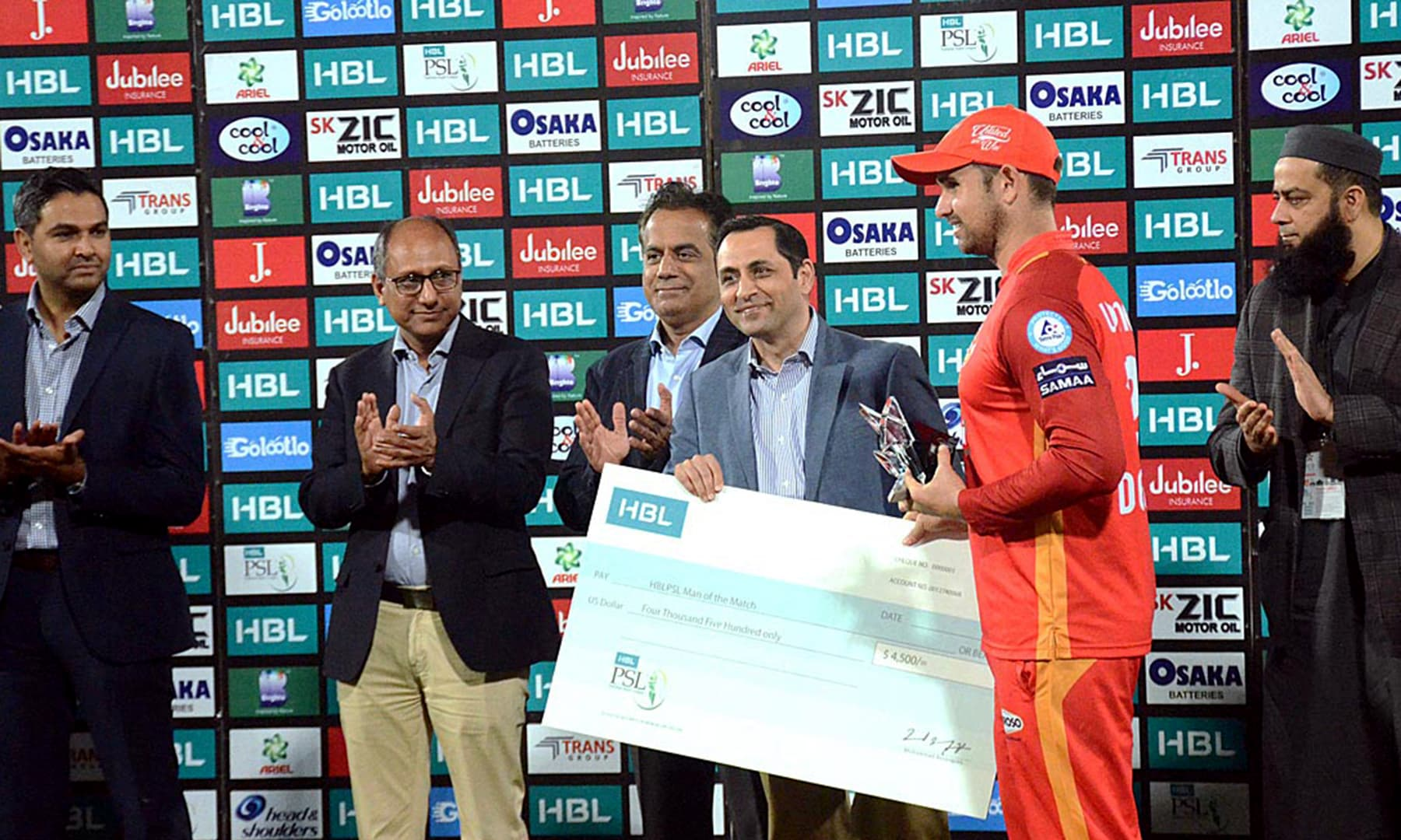 Islamabad United's player Cameron Delport receiving the Man of the Match award after winning against Lahore Qalanders. — APP