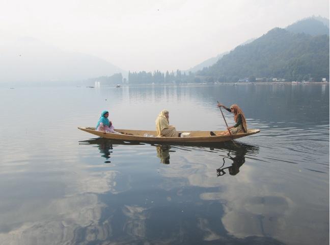 Women on a shikara on Dal Lake