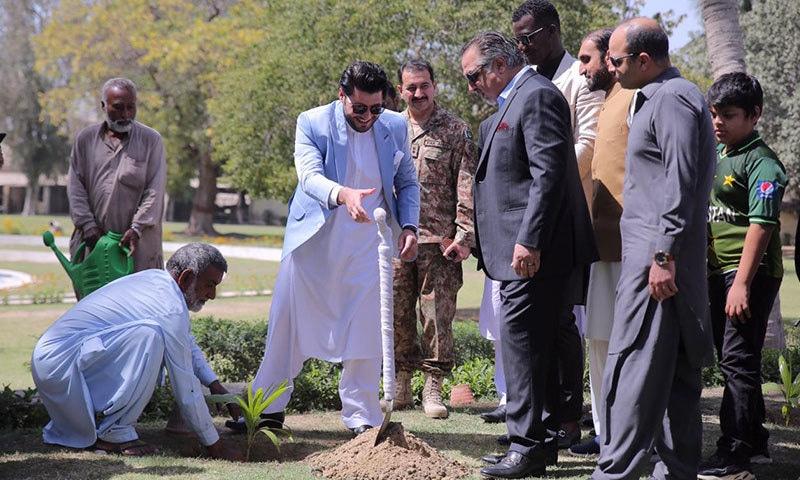 ڈیرن سیمی گورنر سندھ کی دعوت پر گورنر ہاؤس پہنچے — فوٹو: پشاور زلمی