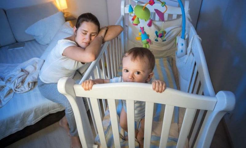 بچے کی پیدائش سے والدین کی نیند کتنے عرصے کیلئے متاثر ہوتی ہے؟