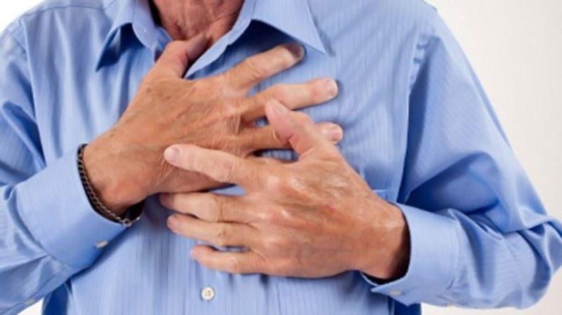 کیا آپ جانتے ہیں کہ کون کون سی غذائیں دل کے لیے تباہ کن ثابت ہوتی ہیں— شٹر اسٹاک فوٹو