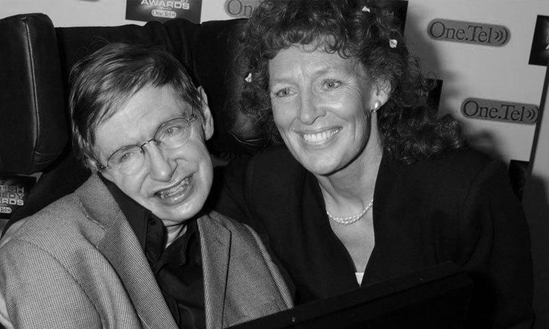 اسٹیفن ہاکنگ دوسری اہلیہ ایلائنے میسن کے ساتھ—فائل فوٹو: ہائی ٹائن