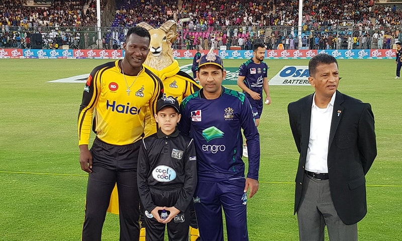 Captains pose for the cameras after match toss. — PSL