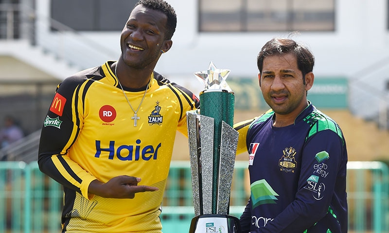 Saint Lucian captain of Peshawar Zalmi cricket team, Daren Sammy (L), and Pakistani captain of Quetta Gladiators cricket team, Sarfraz Ahmed (R) pose for photographs while holding the trophy of Pakistan Super League (PSL) Twenty20 (T20) at the National Cricket Stadium in Karachi on March 16, 2019. — AFP