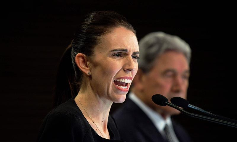 نیوزی لینڈ کی وزیر اعظم جیسنڈا آرڈرن نے کہا کہ نیوزی لینڈ کی کابینہ نے بندوق کے قانون میں تبدیلی کا اصول فیصلہ کیا ہے— فوٹو: اے ایف پی