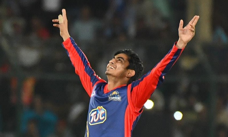 Umer Khan for Karachi Kings. ─ Photo courtesy PSL Twitter