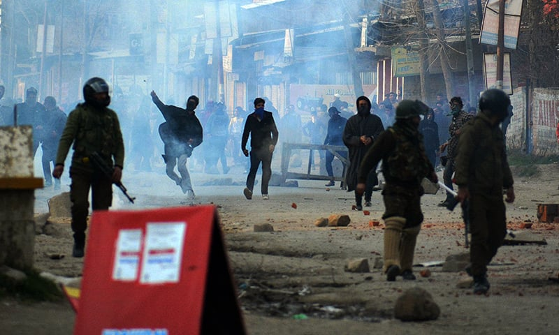 Kashmiri protestors clash with Indian government forces following the death of school teacher Rizwan Asad in police custody in Awantipora of Pulwama district, south of Srinagar on March 19, 2019. — Anadolu Agency