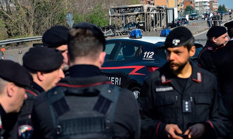 پولیس نے بروقت کارروائی کرکے بچوں کو بحفاظت نکال لیا