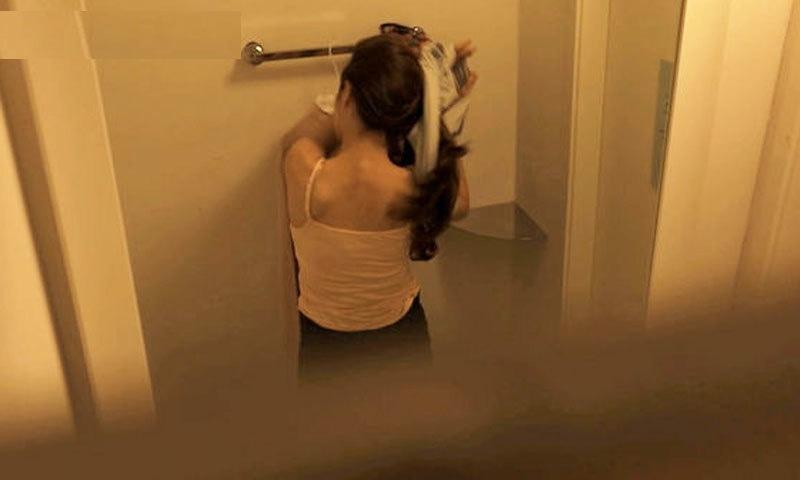 ماضی میں خواتین کے پبلک واش رومز میں خفیہ کیمروں کے ذریعے ویڈیوز بنانے کا اسکینڈل بھی سامنے آچکا ہے—فوٹو: کوریا یو