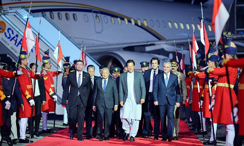 Malaysian premier Dr Mahathir Mohamad was given a warm red carpet welcome by PM Khan and cabinet members. — PID