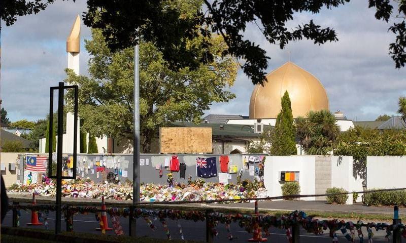 دہشت گردی کاشکار ہونے والی مسجد النور کے سامنے جمعے کا اجتماع ہوا—فوٹو:نیوزی لینڈ ہیرالڈ