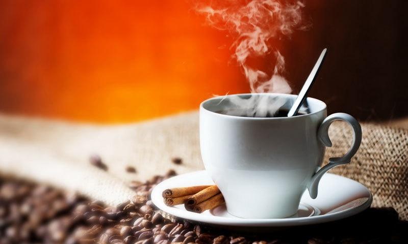 تیز گرم چائے کے کپ کو 4 منٹ کے بعد پیا جائے، ماہرین—فوٹو: شٹر اسٹاک