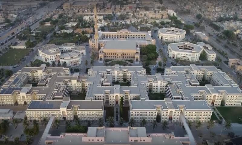 جامعہ دارالعلوم کراچی کا فضائی منظر— فوٹو: اسکرین شاٹ