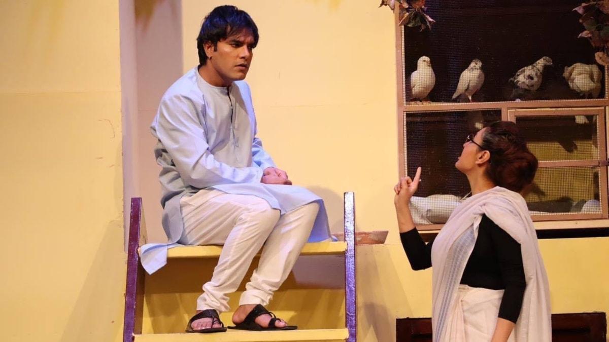 Yasir Hussain pictured with Sara Bhatti