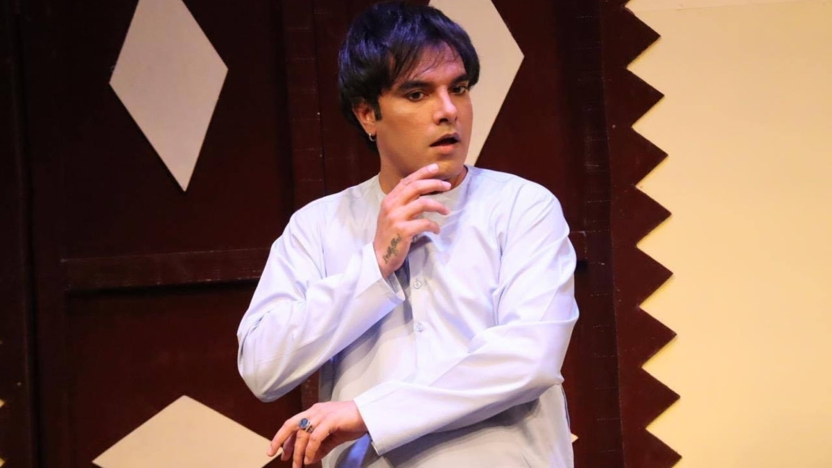Yasir Hussain is the hero of Naach Na Jaane and so is the script