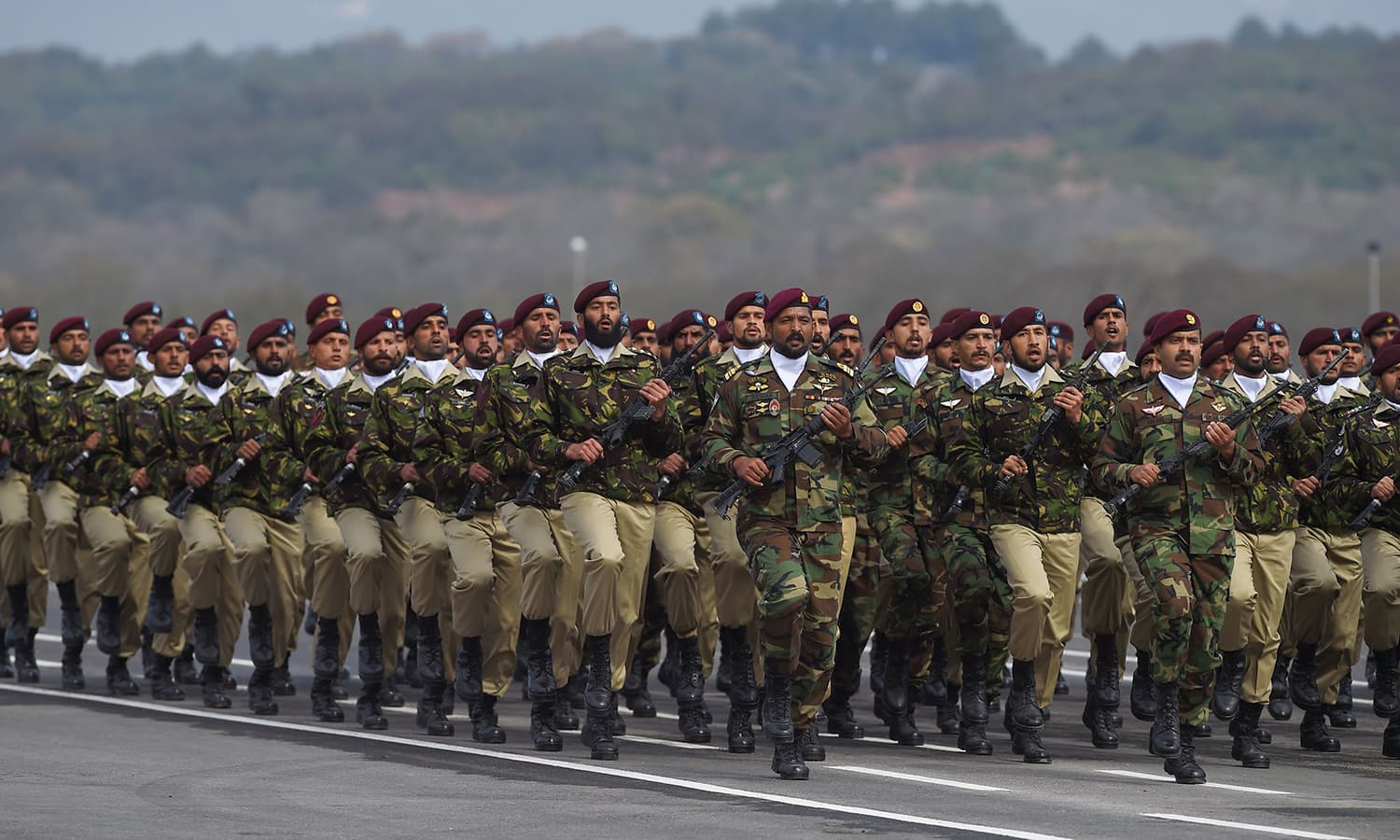 Special Service Group commandos march during the Pakistan Day parade in Islamabad on March 23, 2019. ─ AFP