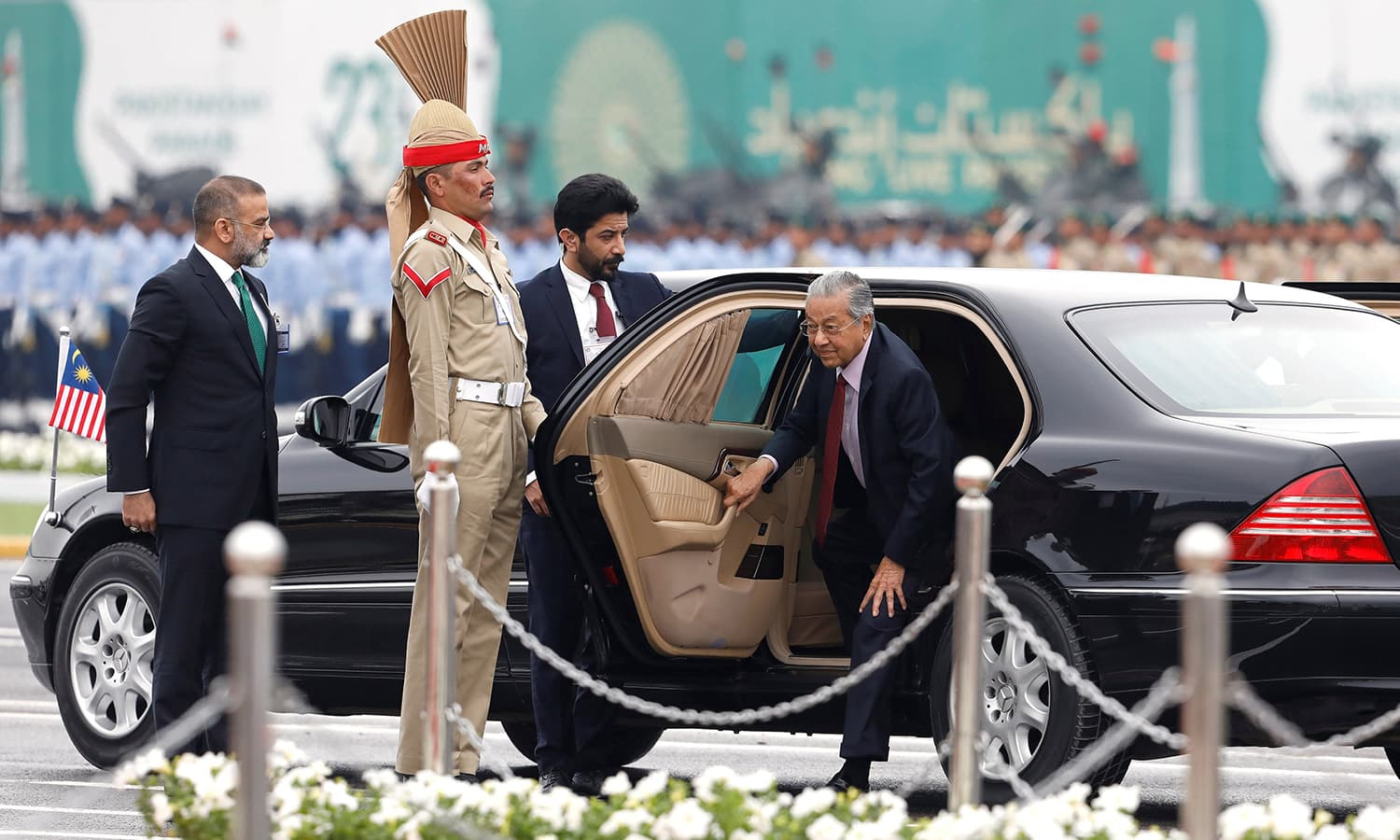 Chief guest Malaysian Prime Minister Mahathir Mohamad (R) arrives to attend the Pakistan Day military parade in Islamabad on March 23, 2019. ─ Reuters