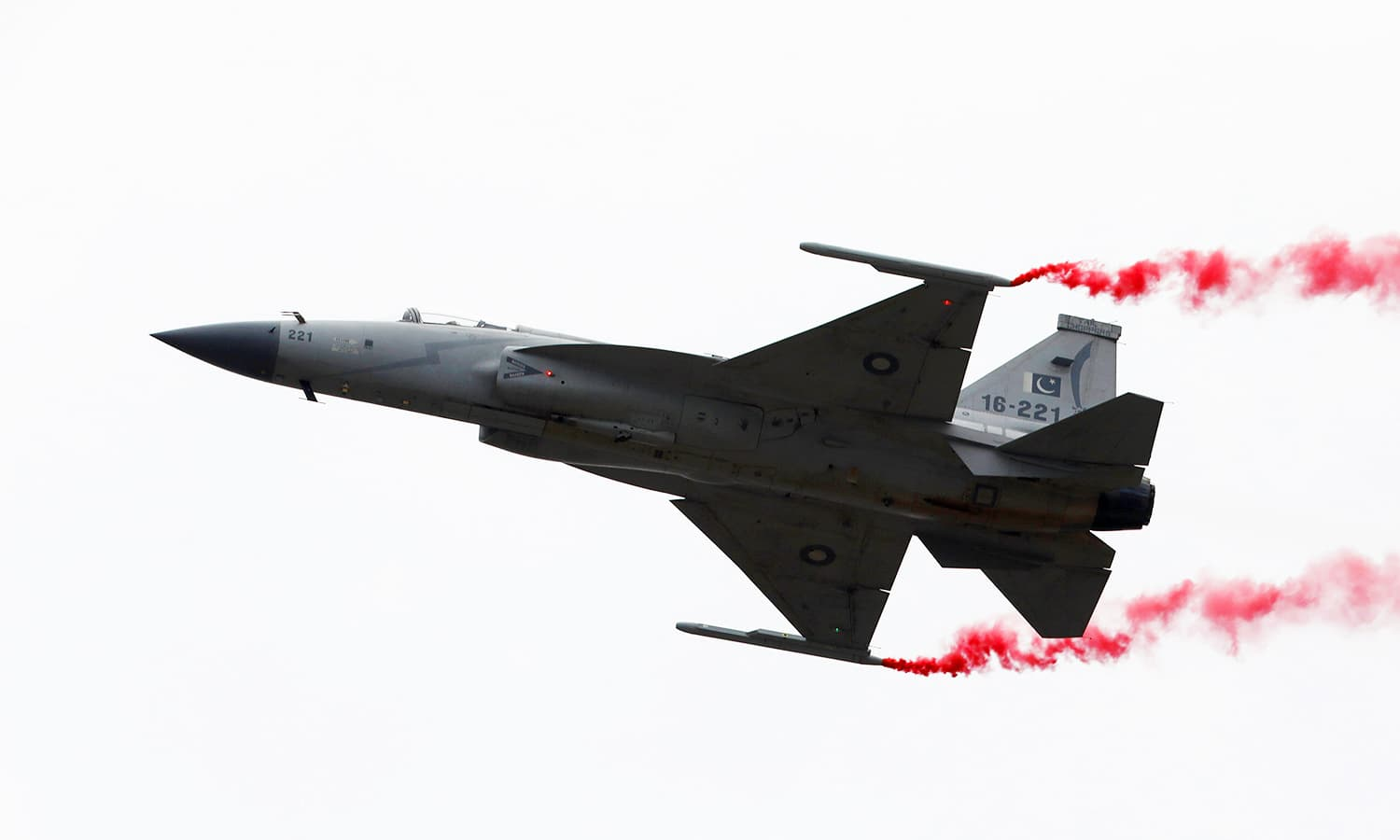 A PAF JF-17 Thunder jet performs during the Pakistan Day military parade in Islamabad on March 23, 2019. ─ Reuters