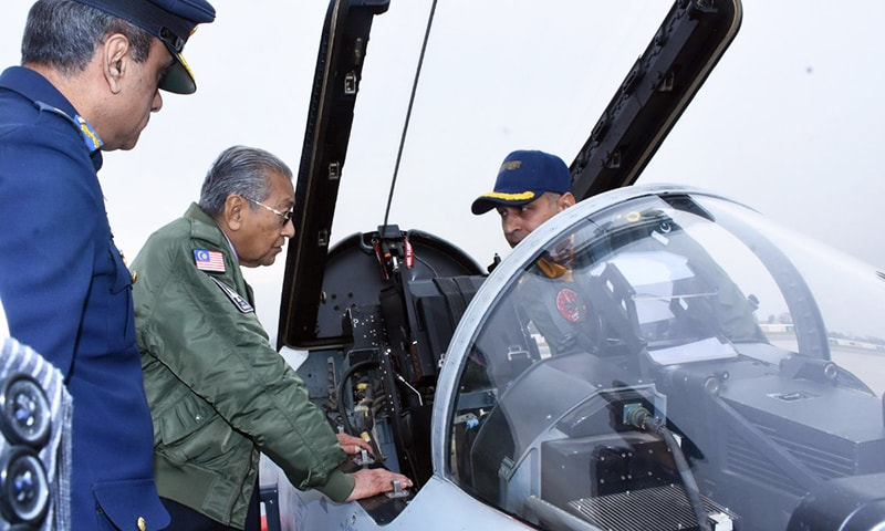 Malaysian PM Dr Mahathir examines the aircraft up close. —PID