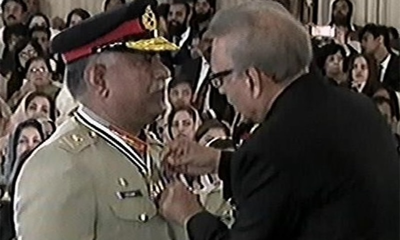 President Arif Alvi confers top civil and military honours upon various personalities for their contributions in different fields at an investiture ceremony in Islamabad. ─ Photo courtesy Radio Pakistan