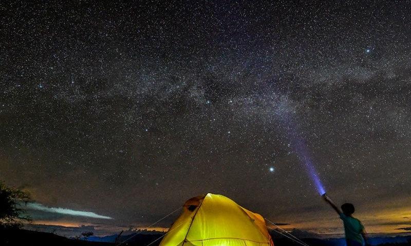 ماہرین کا اگلا کام تلاش کیے گئے ستاروں کی روشنی میں رنگوں کو تلاش کرنا ہے—فوٹو: اے بی ایس سی بی این نیوز