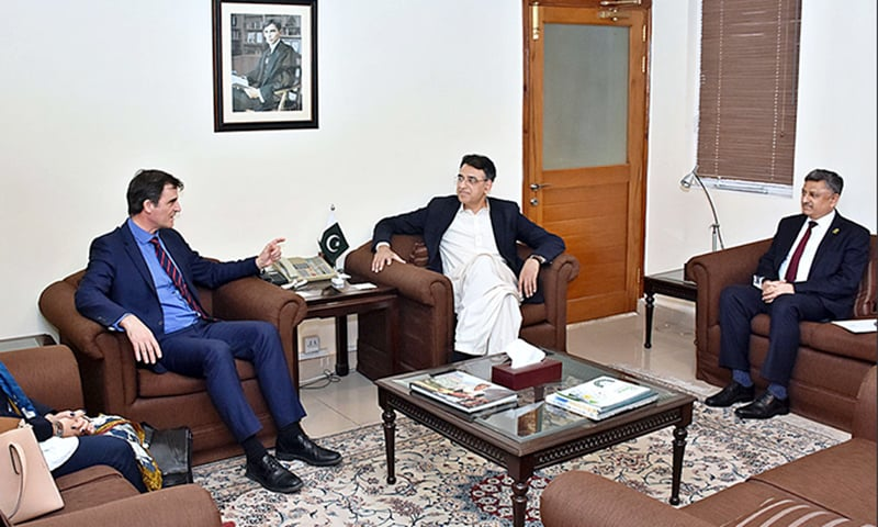 IMF Mission Chief for Pakistan Ernesto Ramirez Rigo called on Finance Minister Asad Umar. Finance Secretary Mohammad Younus Dagha was also present. — APP
