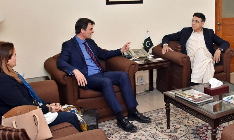 آئی ایم ایف کے مشن چیف نے وزیرخزانہ کے علاوہ مشیر تجارت سے بھی ملاقات کی—فوٹو:پی آئی ڈی