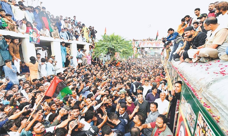 MEHRABPUR: Pakistan Peoples Party chairman Bilawal Bhutto-Zardari addresses party workers during his train march on Wednesday.—APP