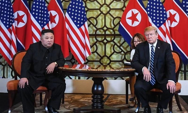 صدر ٹرمپ اور کِم جونگ اُن کی ملاقات—فوٹو: اے ایف پی