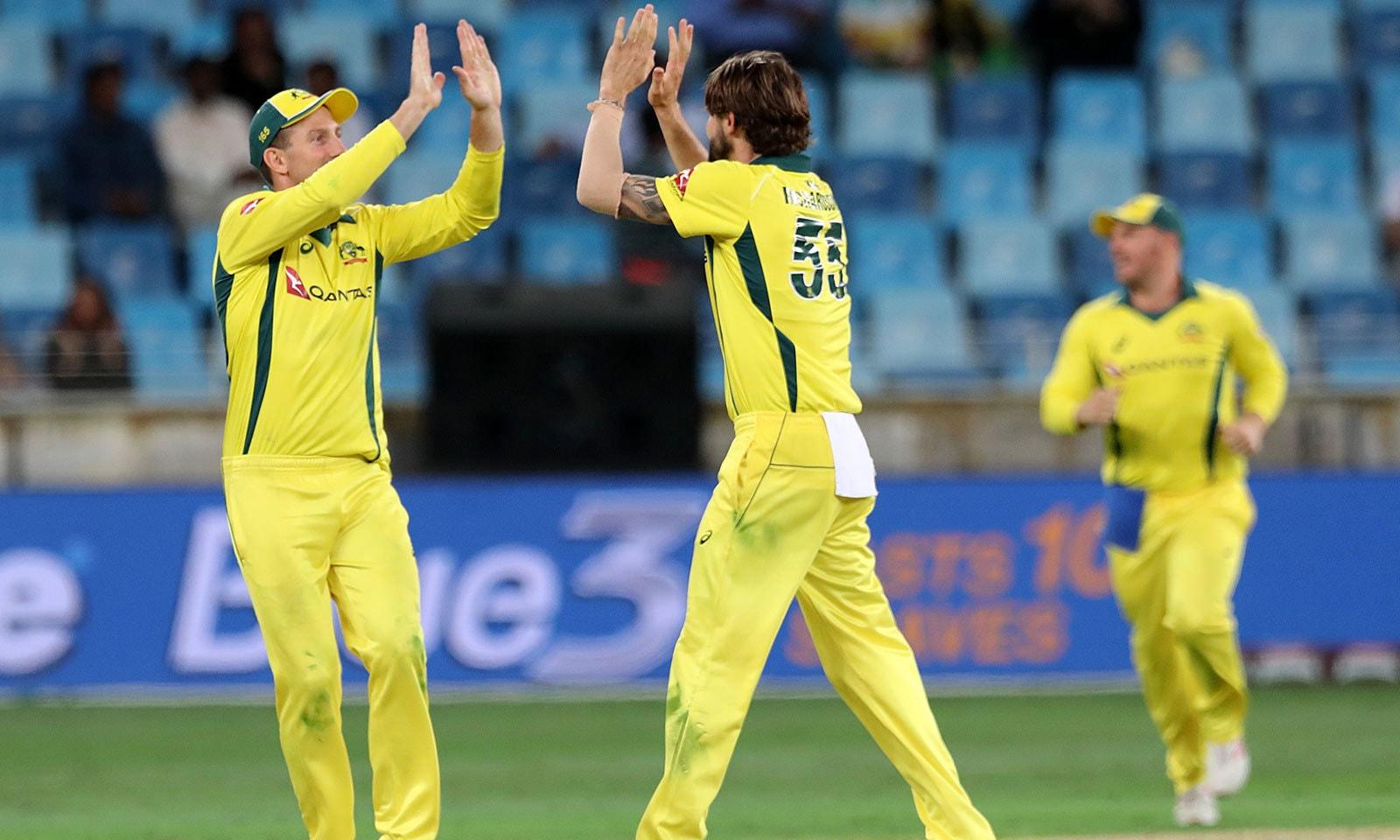 آسٹریلیا کے باوؐلرز نے پاکستانی بلے بازوں کو ہدف تک پہنچے سے باز رکھا—فوٹو: اے ایف پی