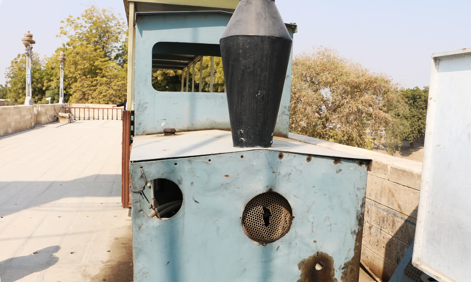بیراج ٹرین کا انجن—تصویر ابراہیم کنبھر