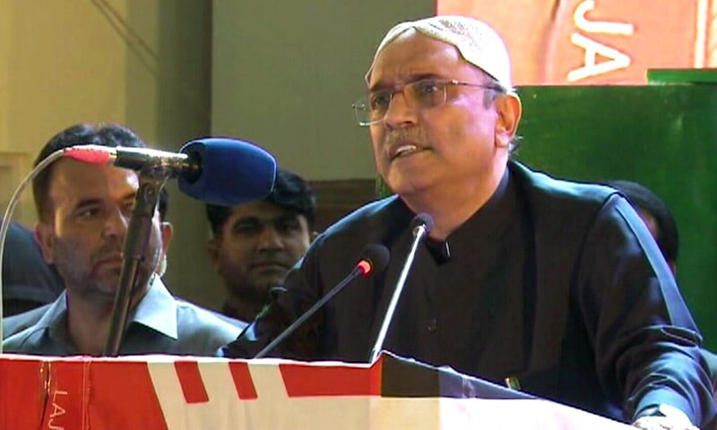 PPP co-Chairperson Asif Ali Zardari addresses rally in Garhi Khuda Bakhsh o nthe 40th death anniversary of Z.A Bhutto. — DawnNewsTV