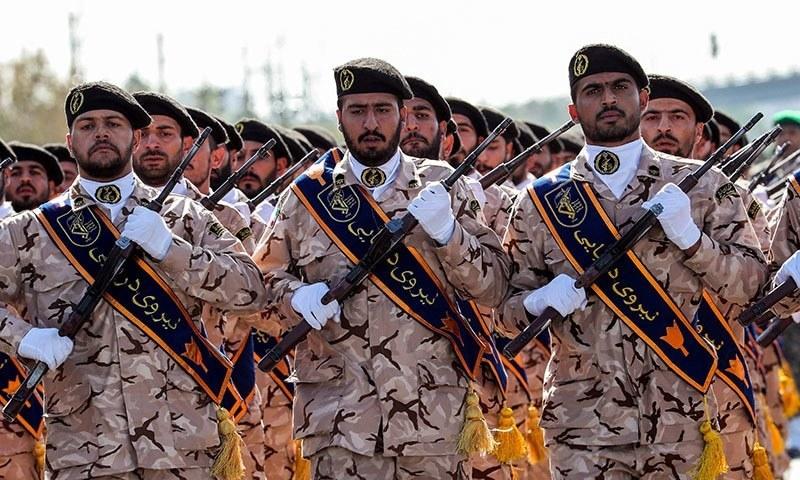 پاسداران انقلاب کو ایرانی مسلح افواج میں مرکزی حیثیت حاصل ہے — فوٹو: اے ایف پی