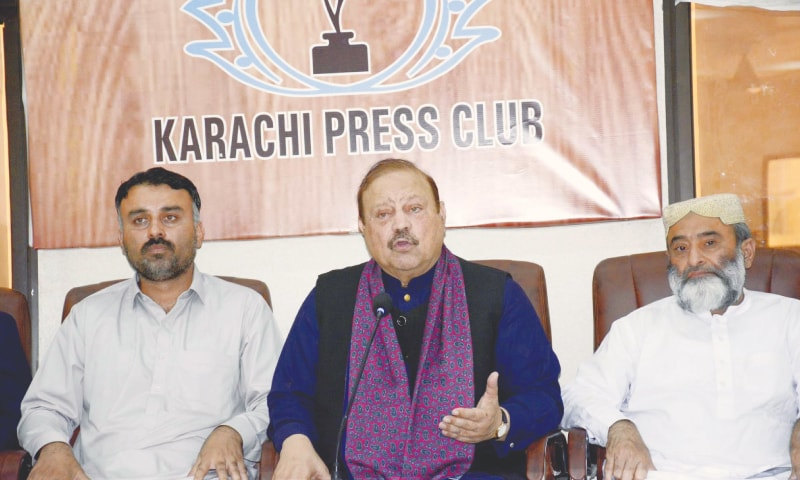 Barrister Sultan Mahmood Chaudhry, former prime minister of Azad Jammu and Kashmir and senior leader of the Pakistan Tehreek-i-Insaf, addresses a press conference at the Karachi press club on Saturday.—PPI