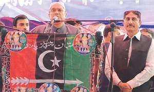 Former president Asif Zardari addresses PPP workers in Badin. ─ Dawn/File
