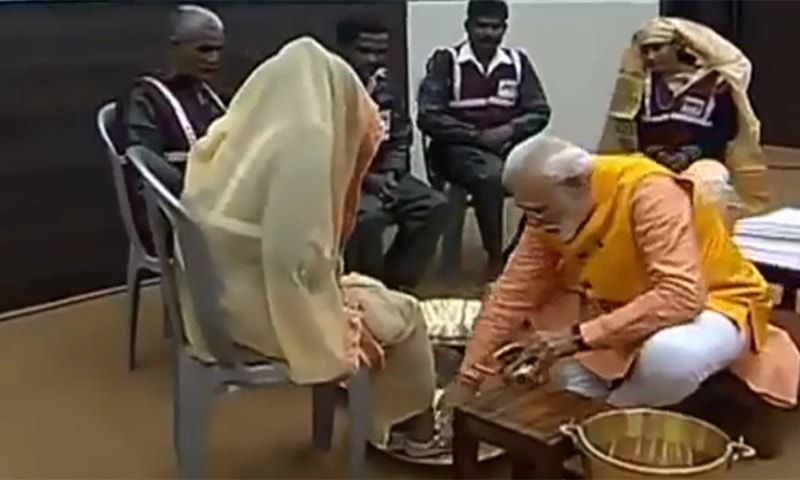 Indian Prime Minister Narendra Modi washes the feet of sanitation workers. ─ Photo courtesy Narendra Modi Twitter