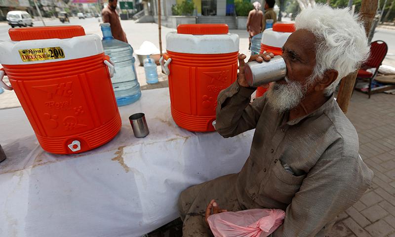 پاکستان میں سب سے زیادہ گرمی سندھ اور بلوچستان میں ہوتی ہے—فوٹو: اے پی پی