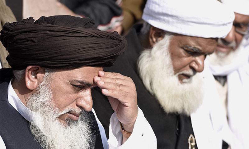 تحریک لبیک پاکستان کے سربراہ کے وکیل نے عدالت کو یقین دہانی کرائی کہ خادم حسین رضوی رہائی کے بعد امن و امان کی صورتحال میں خلل نہیں ڈالیں گے۔ — فائل فوٹو/ڈان نیوز