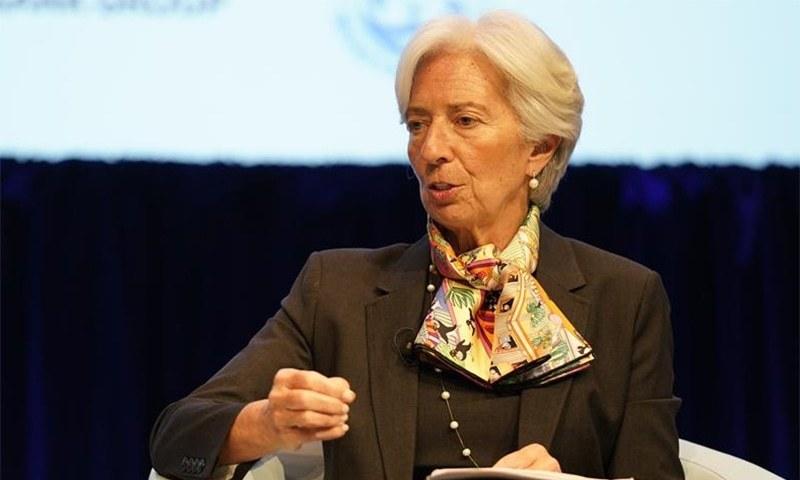 آئی ایم ایف کی سربراہ کرسٹیبن لگارڈے واشنگٹن میں جاری ورلڈ بینک اور آئی ایم ایف گلوبل کانفرنس میں اظہار خیال کر رہی ہیں — تصویر بشکریہ ٹوئٹر