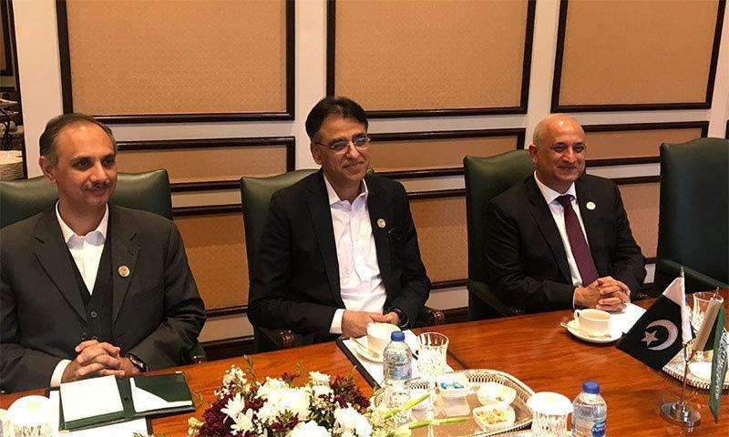 وزیر خزانہ آئی ایم ایف کے بیل آؤٹ پیکج کو حتمی شکل دینے کے لیے ان دنوں وفد کے ہمراہ امریکا کے دورے پر ہیں— تصویر بشکریہ ٹوئٹر