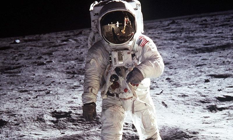 گوڈارڈ کے خواب دیکھنے کے 60 سال بعد پہلی بار انسان نے چاند پر قدم رکھا اور خلا میں سفر کیا—فائل فوٹو: نیو یارک ٹائمز