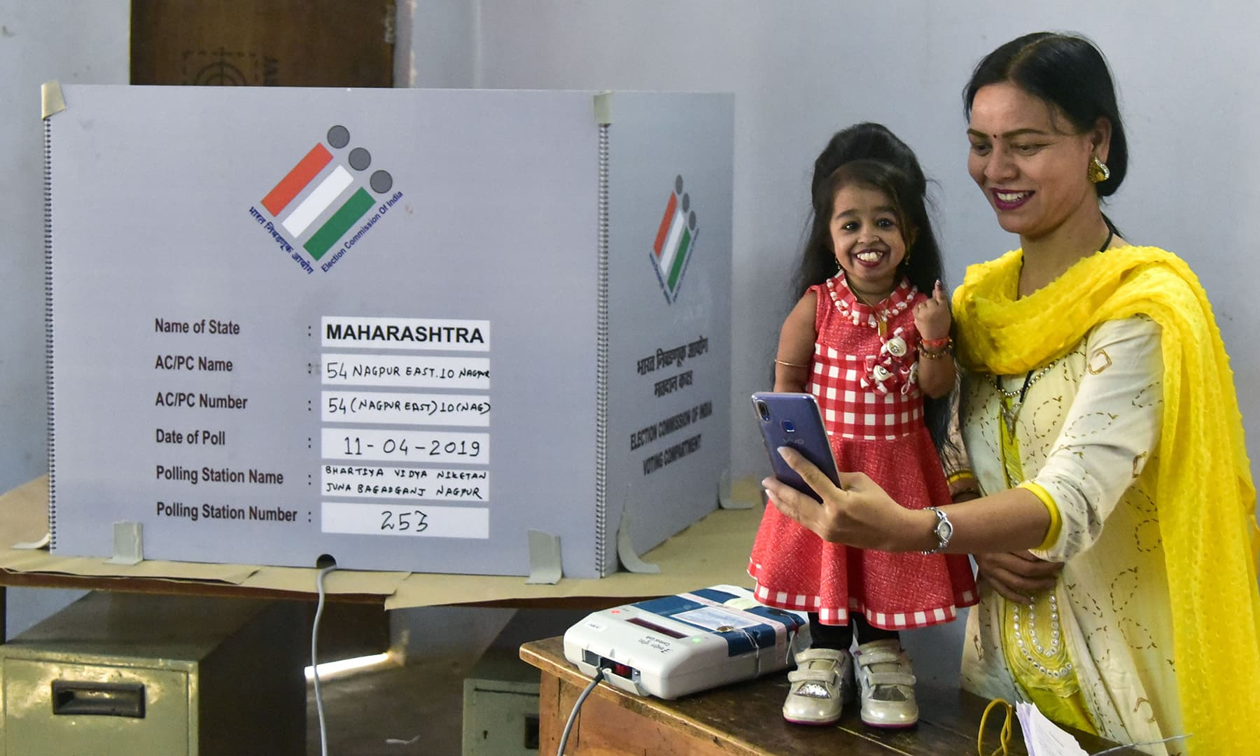 Jyoti Amge, Indian world's smallest woman, casts her vote for the first phase of India's general election at a polling station in Nagpur on April 11, 2019. — AFP