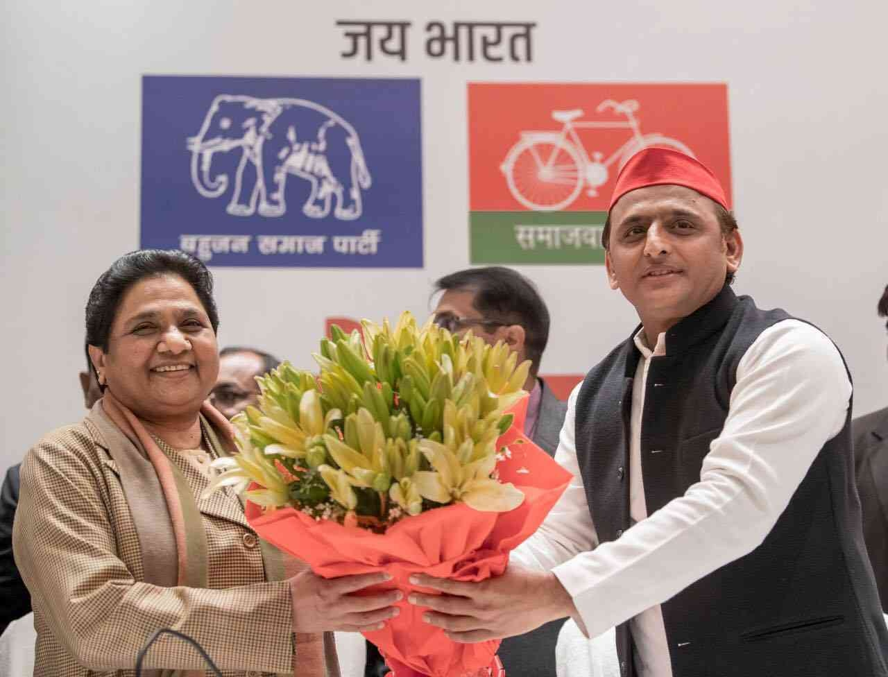 Samajwadi Party leader Akhilesh Yadav hands Bahujan Samaj Party leader Mayawati a bouquet of flowers on January 12, the day the two leaders announced their alliance for the 2019 elections in Lucknow. (Photo credit: Akhilesh Yadav/Facebook)