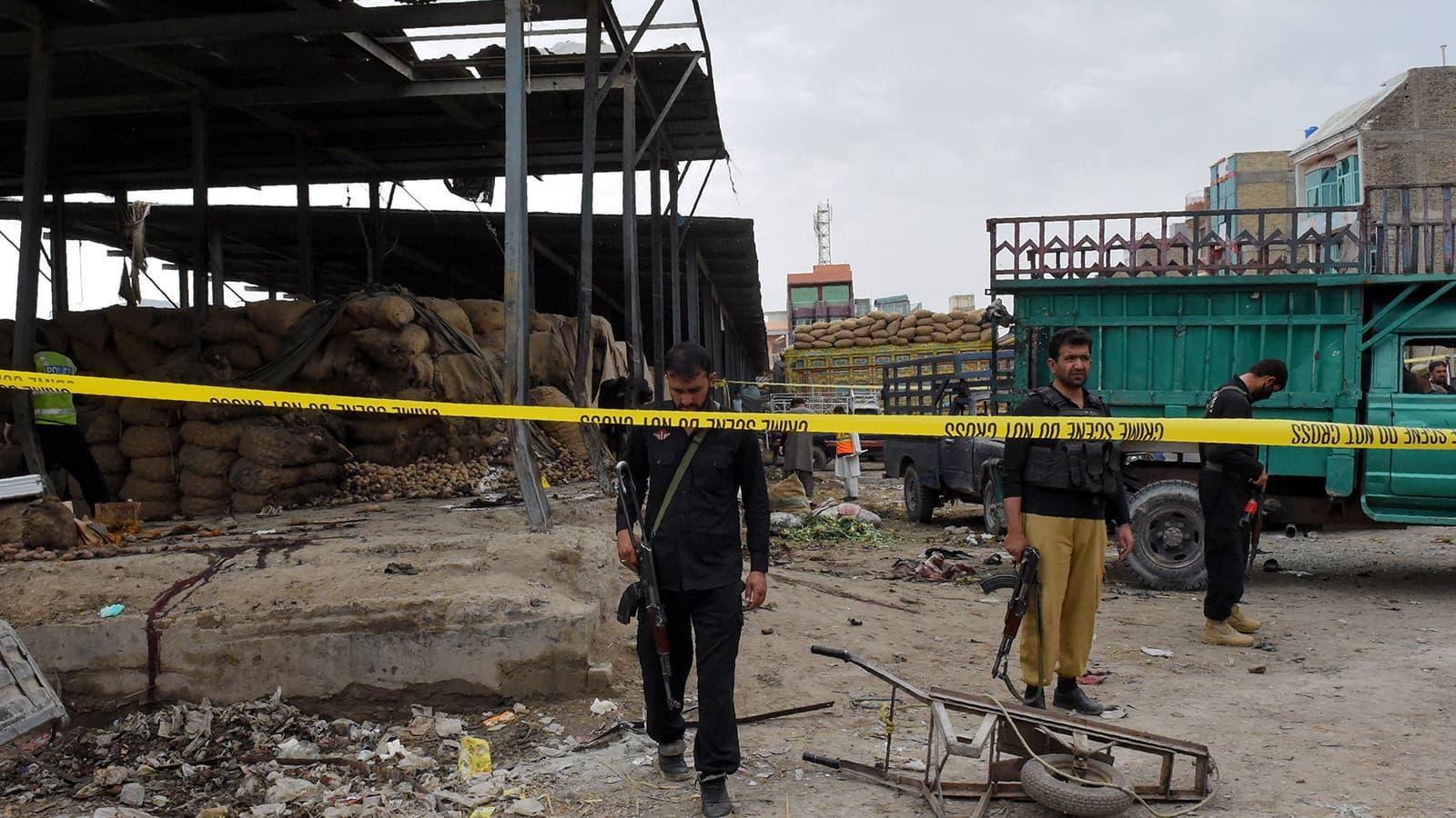 دھماکے کے فوراً بعد سیکیورٹی اہلکاروں نے علاقہ خالی کروالیا—تصویر: اے ایف پی