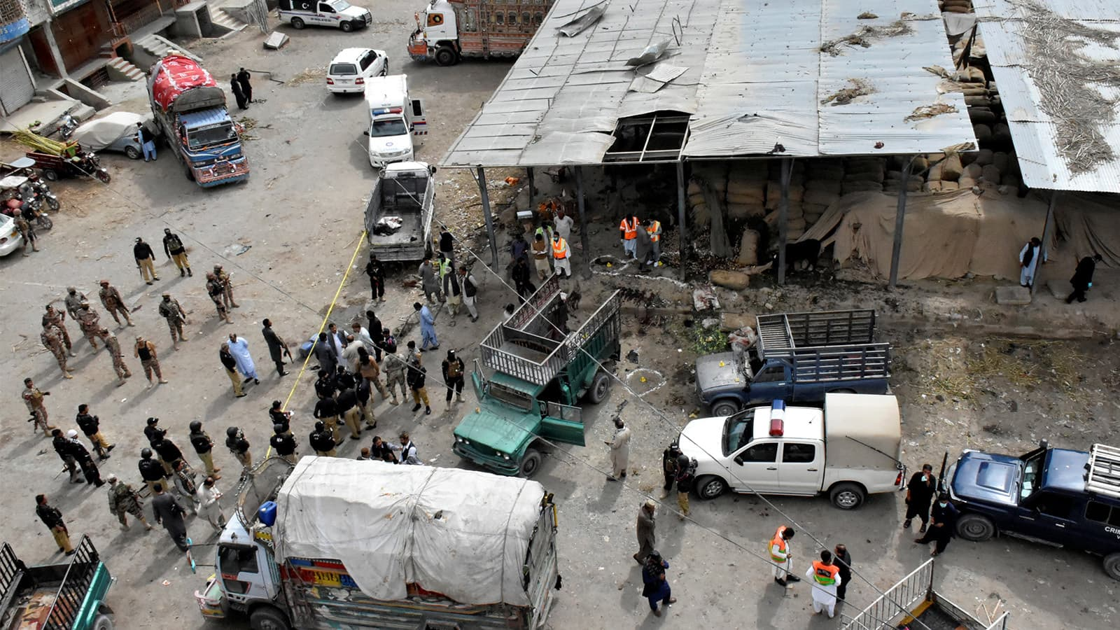 دھماکے کے بعد ہر جانب آہ و بکا مچ گئی—تصویر:رائٹرز