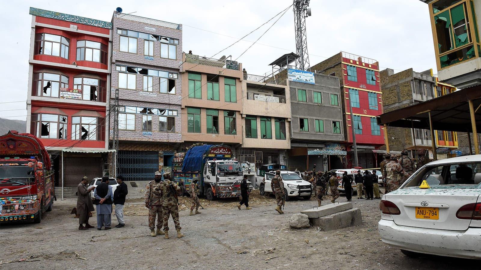 دھماکا اس قدر زوردار تھا کہ آس پاس کی عمارتوں کے شیشے ٹوٹ گئے—تصویر:اے ایف پی